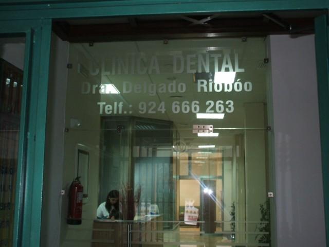 CLÍNICA DENTAL DRA. DELGADO RIOBOÓ